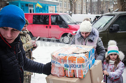 The family received humanitarian aid in Avdeevka.