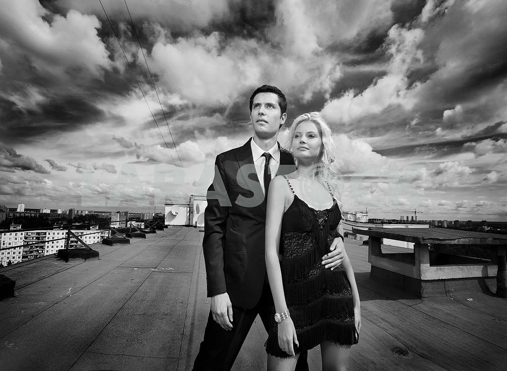 Young love Couple under sky — Image 5141