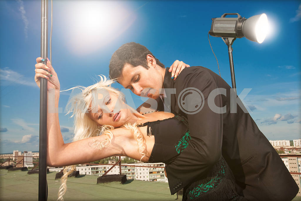 Attractive young couple embraced on a background of blue sky — Image 5146