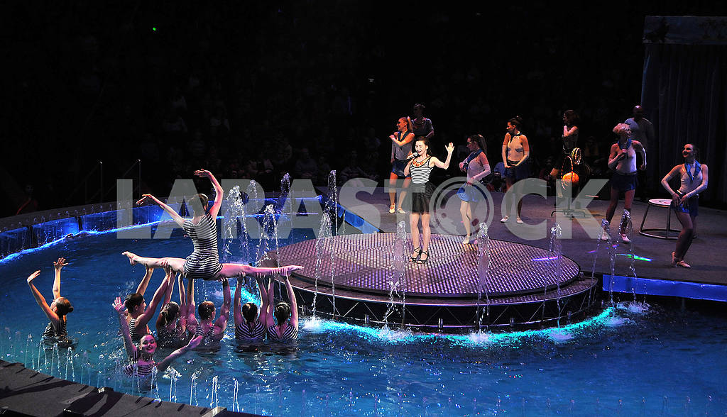 "Circus on the water with the play ""Water and Fire"" — Image 51657"