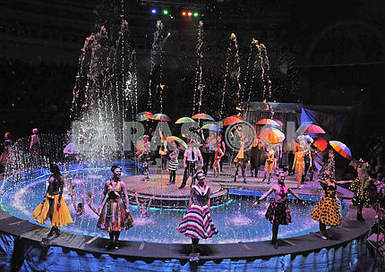 "Circus on the water with the play ""Water and Fire"""