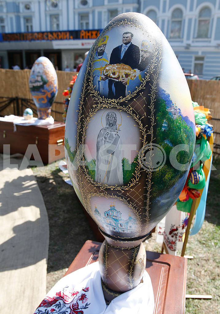 Pysanka with the image of Yanukovych — Image 51938
