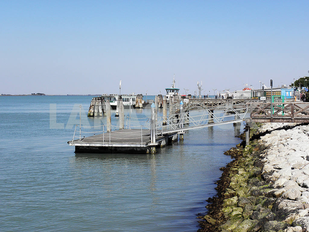 Venice by springtime,docks and lagoons,1 — Image 52020