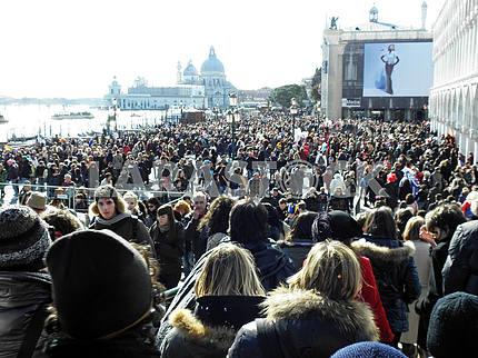 Venice carnival's crowd,3