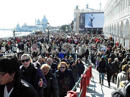 Venice carnival's crowd,5