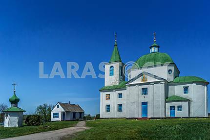 Каменная Свято-Михайловская церковь, село Шандра. Украина