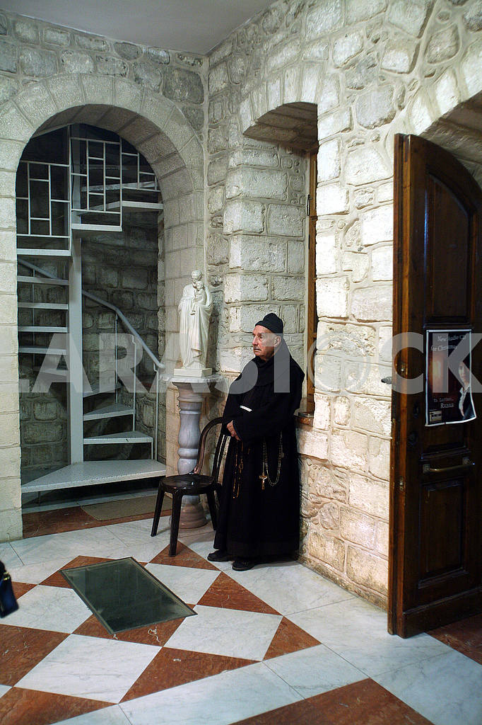 Franciscan monk in the Church of Jesus' first miracle, Cana, Israel — Image 52388