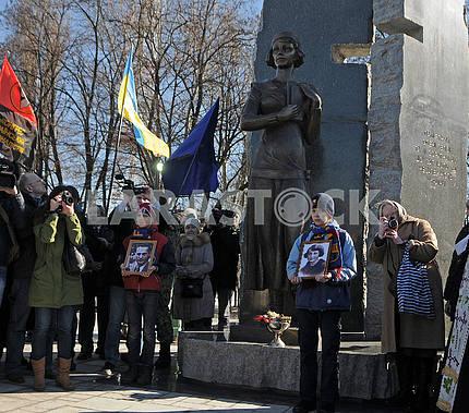 Открытие памятника Елене Телиге