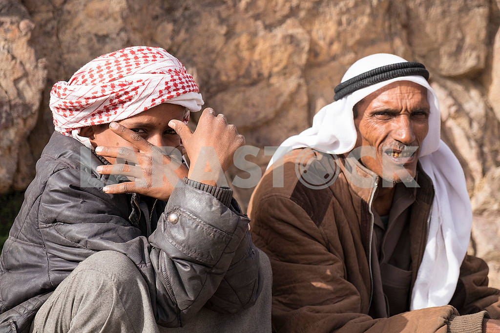 Bedouin boy with father — Image 52665