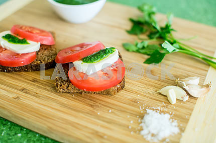 tomato with green pesto