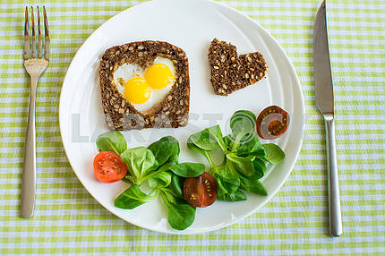 breakfast egg with salad and tomato