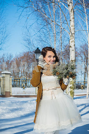 Happy beautiful bride in a snowy winter day. Sunny weather. stylish ...