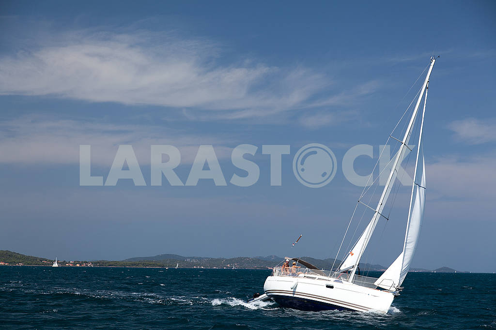 Sailing yacht in the sea — Image 53205