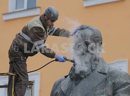 In Kiev, a monument to Mikhail Grushevsky was washed 16.03.2017