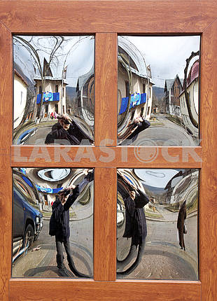 Man does selfi in the mirror
