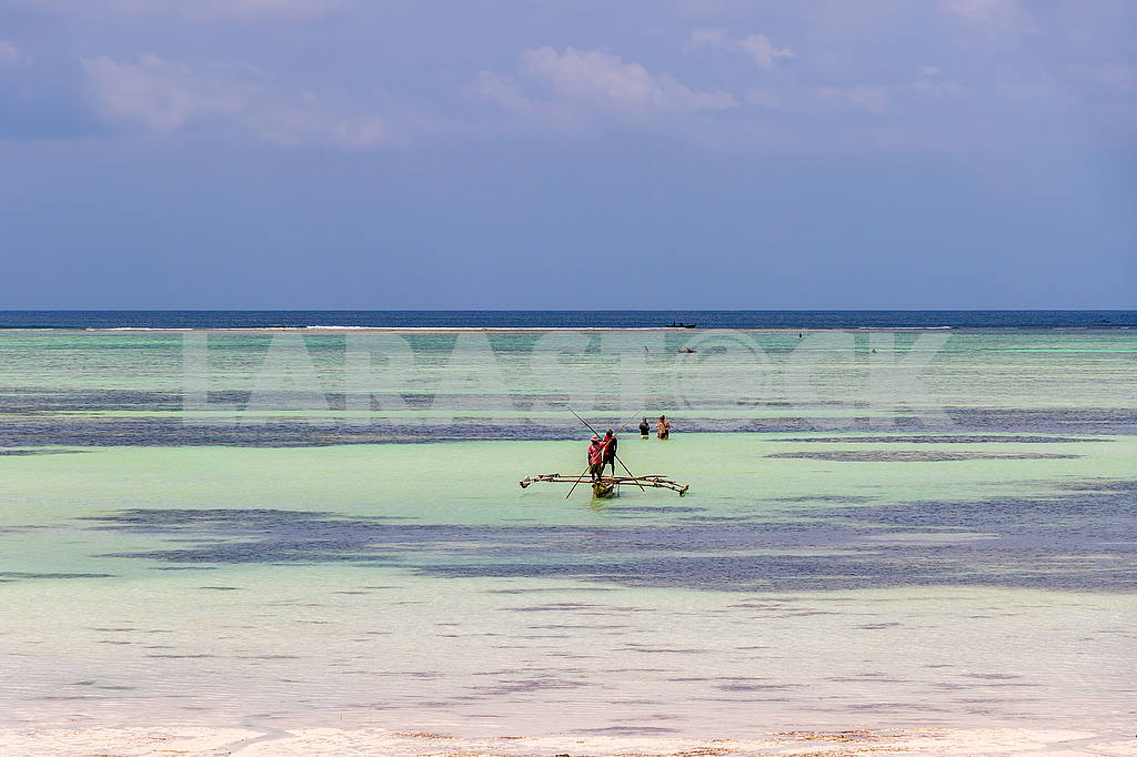 Fishermen on a boat in the Indian Ocean — Image 53546