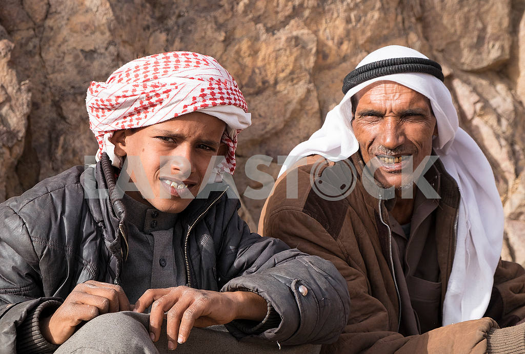 Father Bedouin with son — Image 53588