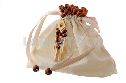 bag with wooden beads