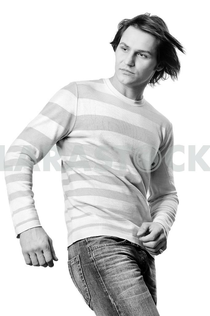 Молодые люди , одетые в современную одежду . В свитере и джинсах . — Изображение 5383