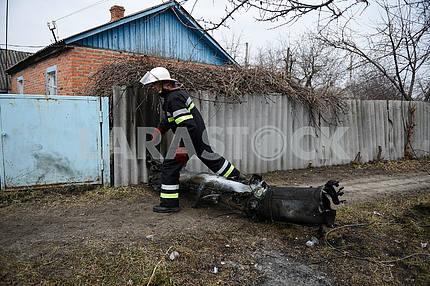 The rescuer neutralizes a shell in Balakleye