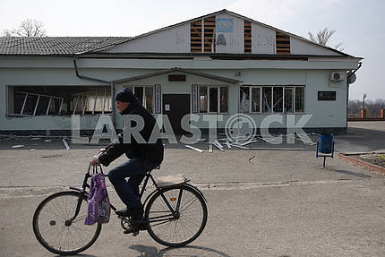 A man on a bicycle near the station in Balaklei