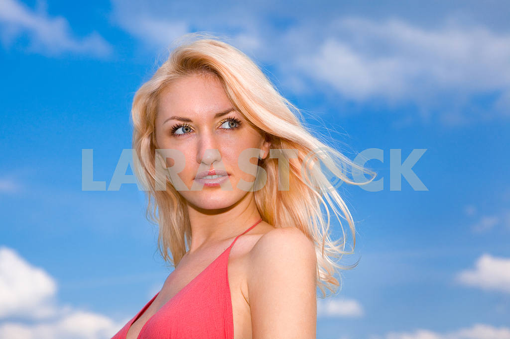 Woman against a blue sky with clouds — Image 5397