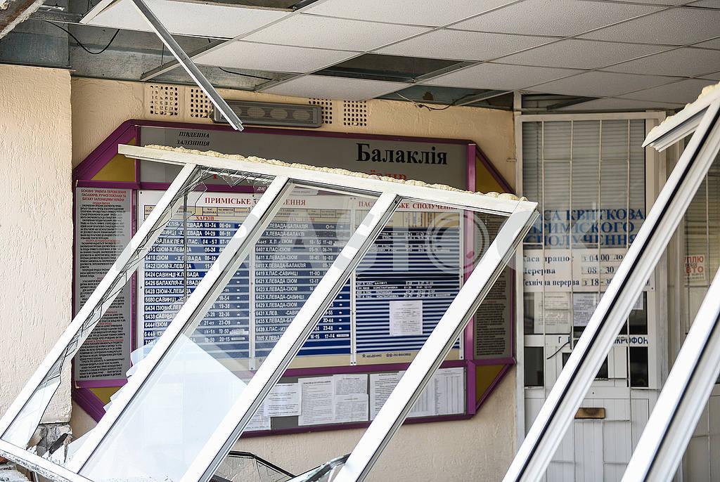 Broken windows at the train station in Balakley — Image 53970