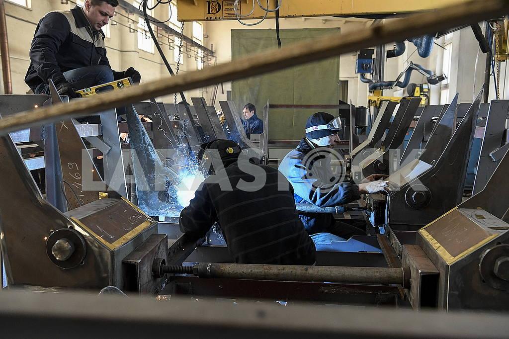 Welders in the workshop — Image 54128