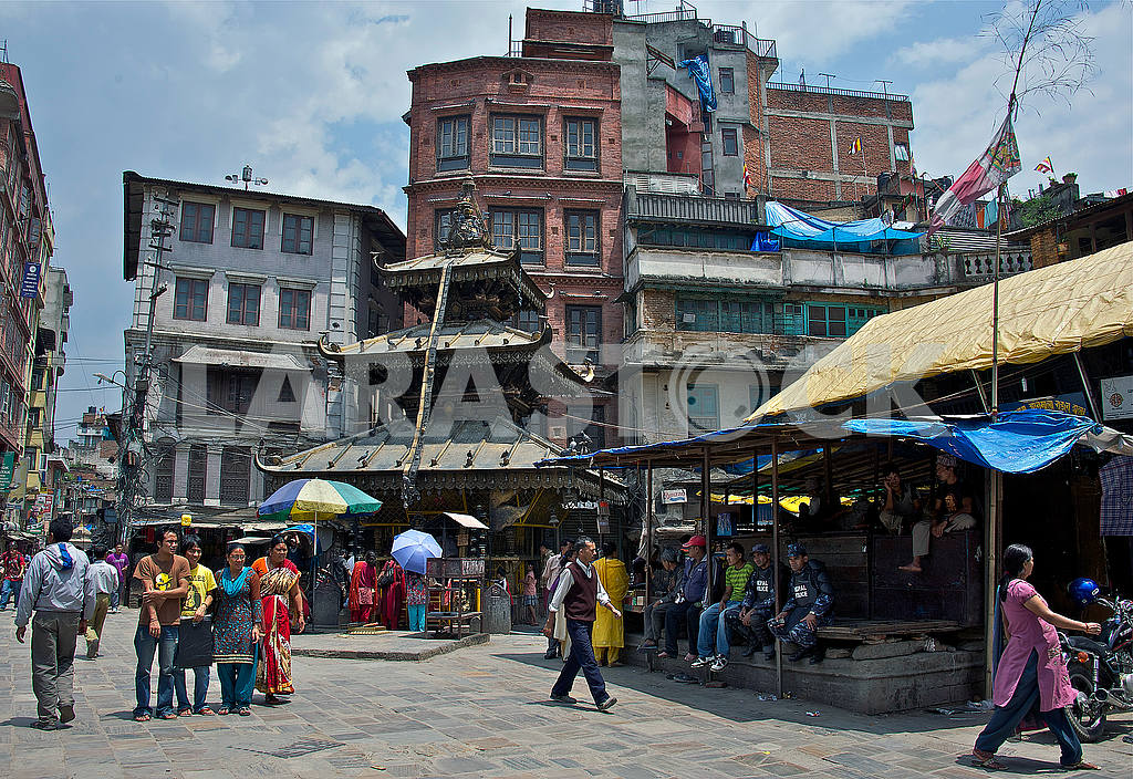 Streets of the ancient Kathmandu with an ancient temple — Image 54149