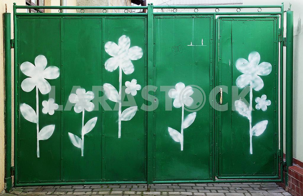 Old green metal gates — Image 54475