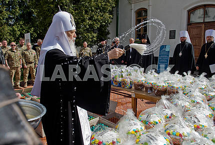 Patriarch Filaret and Easter for servicemen