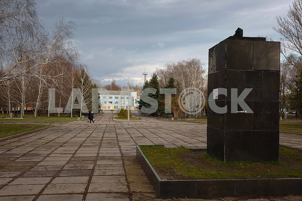 A pedestal from the monument of V.I. Lenin. Kramatorsk — Image 54558