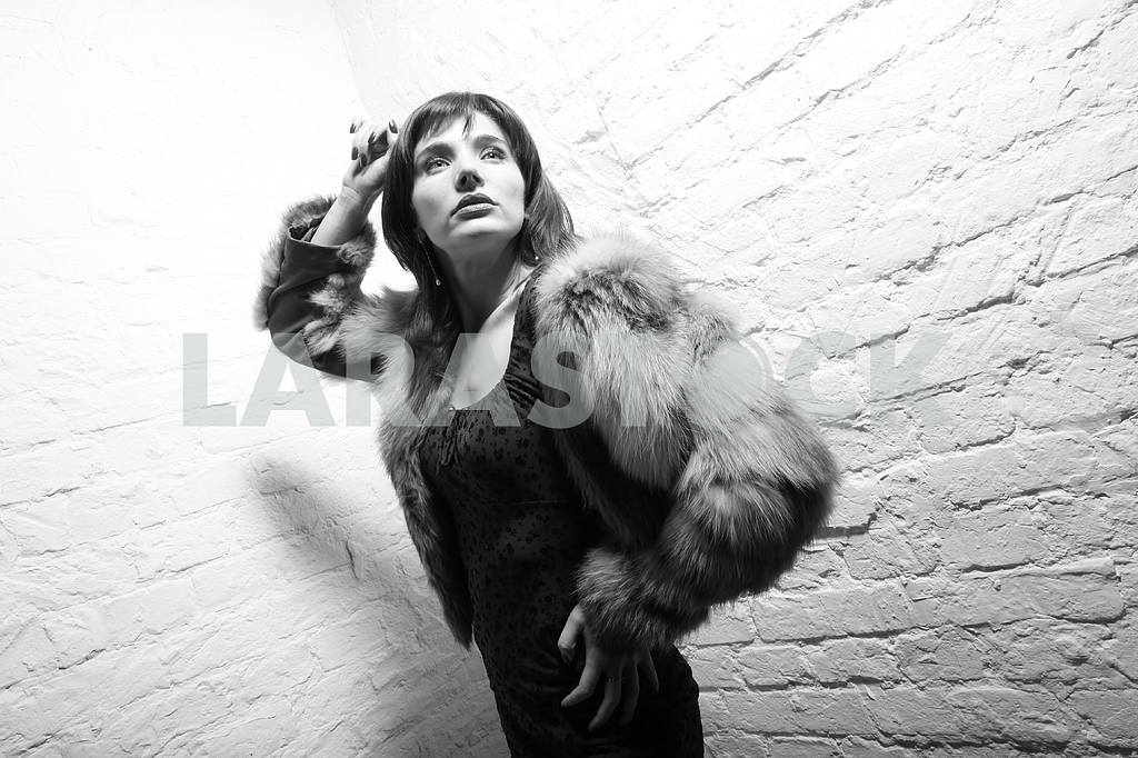 Young woman with fur — Image 5488