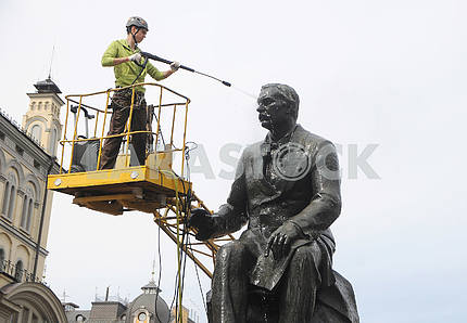 In Kiev, a monument to the composer Lysenko was washed