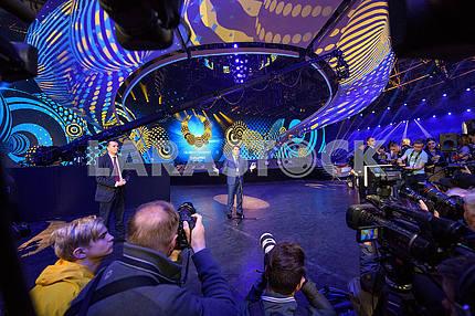Владимир Гройсман на сцене Евровидения 2017