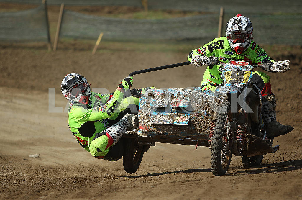 Motor racers on the track — Image 55403