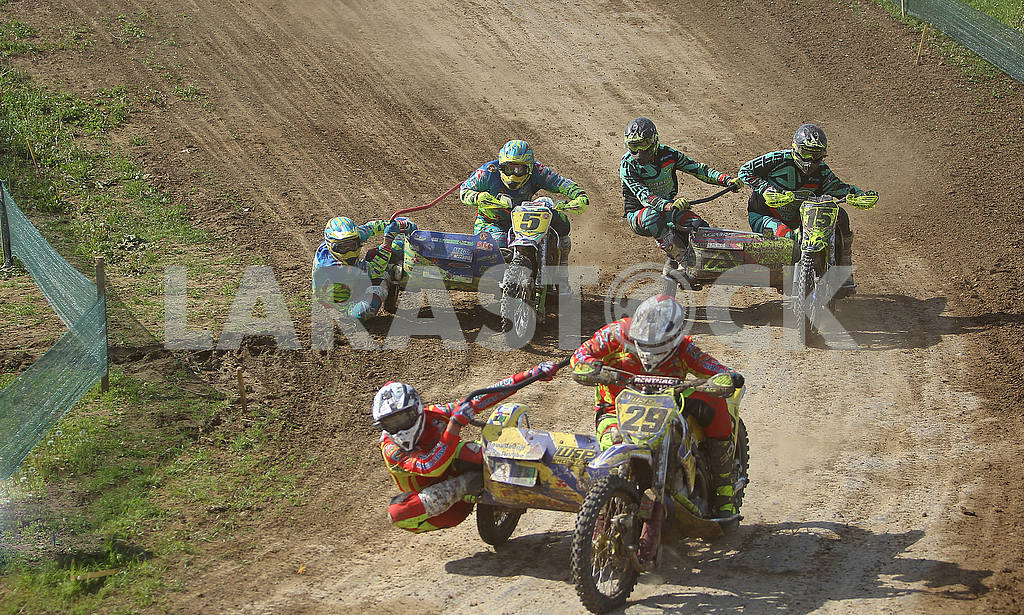Motor racers on the track — Image 55412