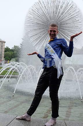 Schoolboys bathe in fountains