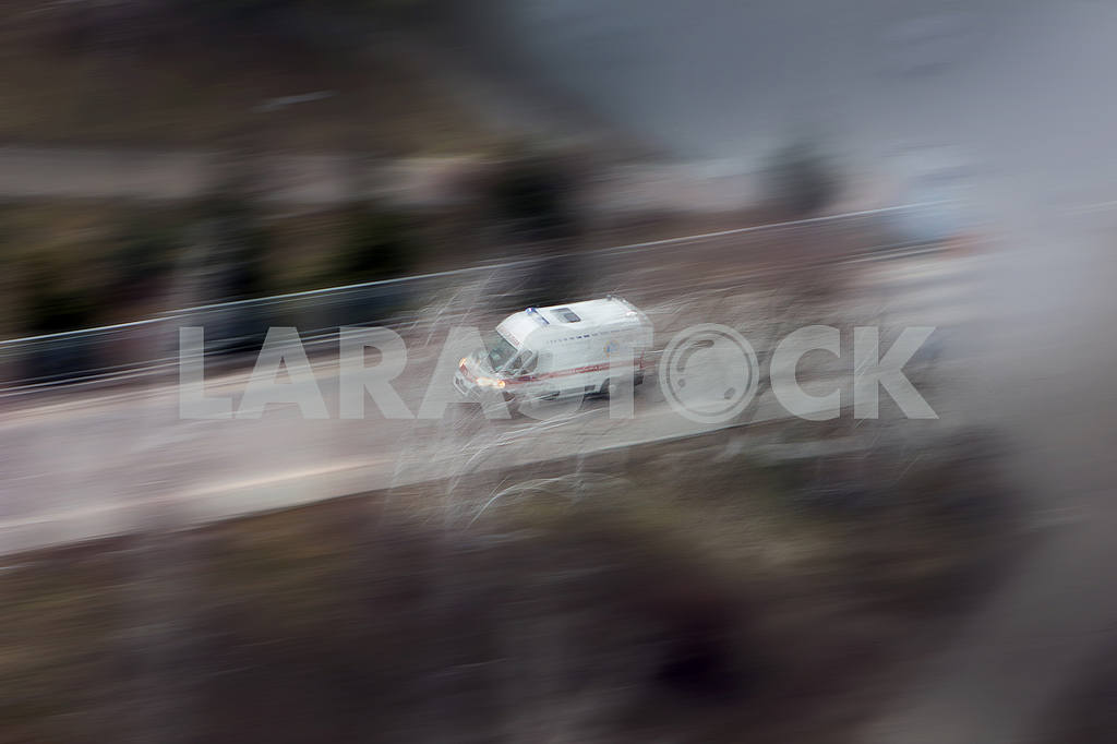 Ambulance in the city on a blurred background . — Image 55964