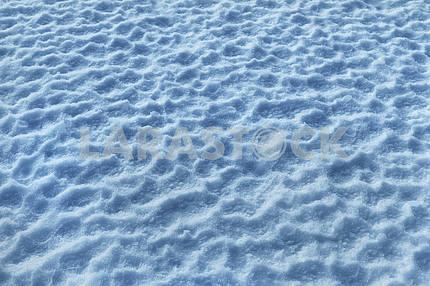Снег на поле