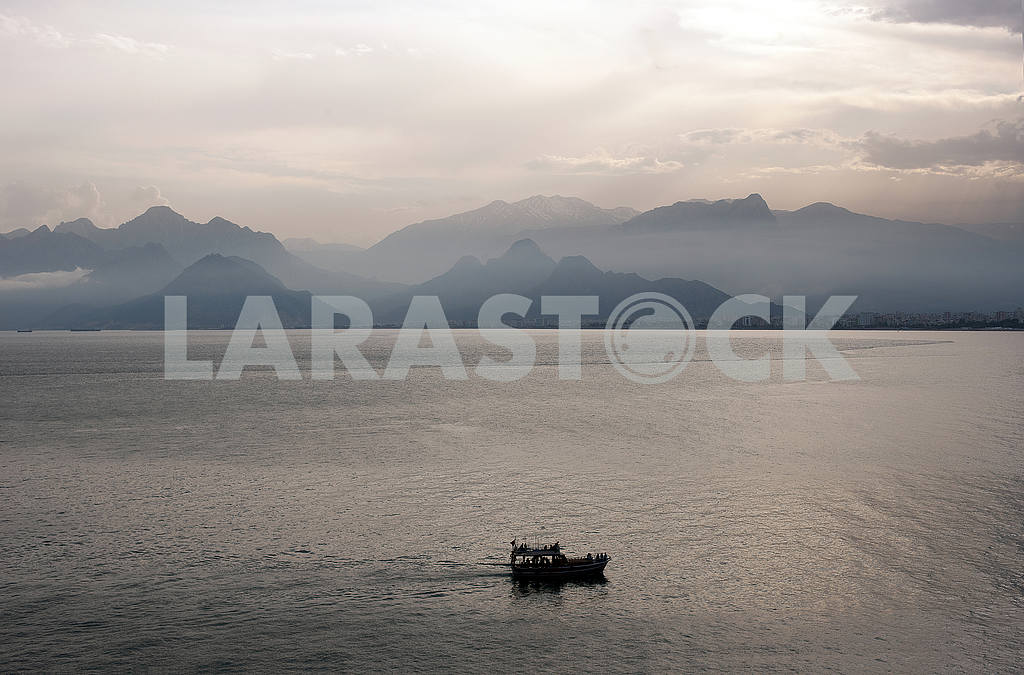 Beautiful summer view  with boat — Image 55977