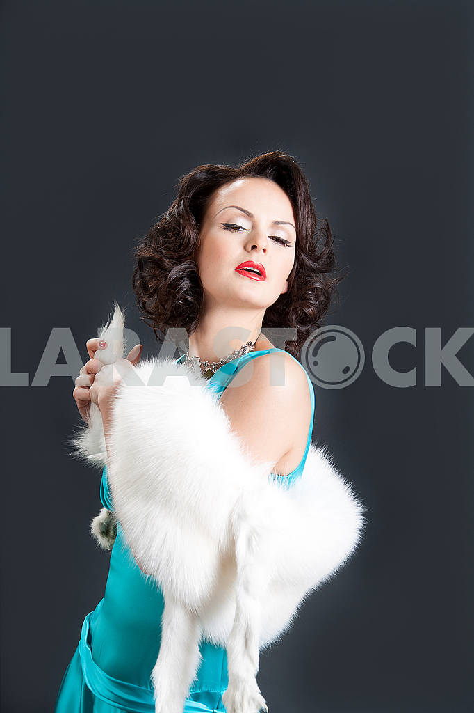 Studio picture of beautiful woman with white fur — Image 55981