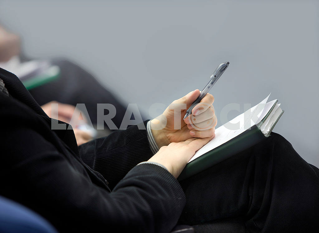 Hands of businessman with notebook — Image 56032