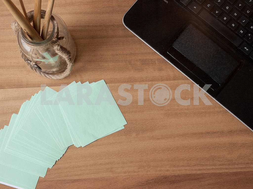 Keyboard with Note Paper and Paintbrushes — Image 56085