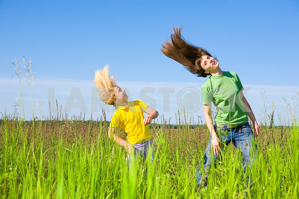 Happy mother and daughter making exercises on field. — Image 5692
