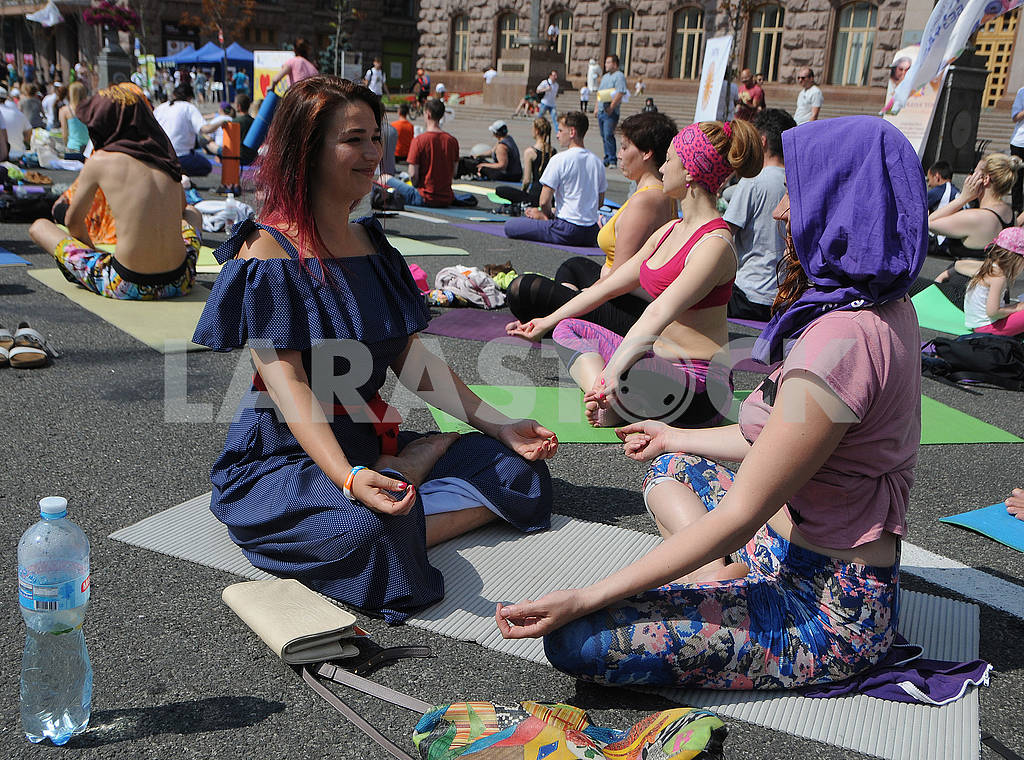 "Yoga session ""Marathon without fuss"" in Kiev — Image 56958"