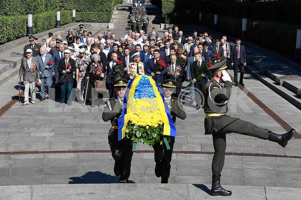 Laying a wreath — Image 57055