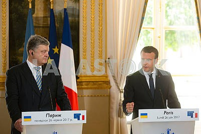 Peter Poroshenko and Emmanuel Macron