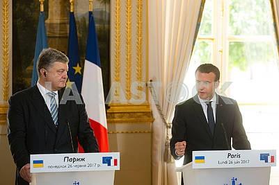 Peter Poroshenko and Emmanuel Macron