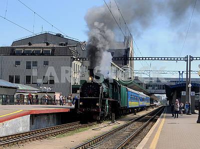 Ретро поезд и паровоз Л